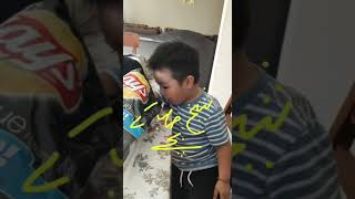 Sheikh's children eating lays - funny video