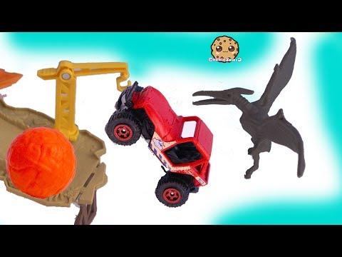 Lava Ball Chases Jeep ! Jurassic World 2 Dinosaur Movie Toy Playset - UCelMeixAOTs2OQAAi9wU8-g