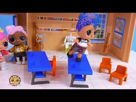 Punk Boi Boy Dancing At School ! LOL Surprise Toy Play  Cookie Swirl C Video - UCelMeixAOTs2OQAAi9wU8-g