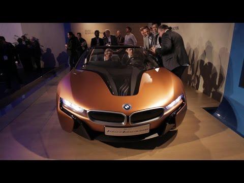 BMW shows hand-wave controlled parking, dashboard - UCOmcA3f_RrH6b9NmcNa4tdg