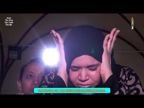 Muslim woman's satan ( jinn) cast out  in Jesus Name @ Egyptian Church (Subtitles)