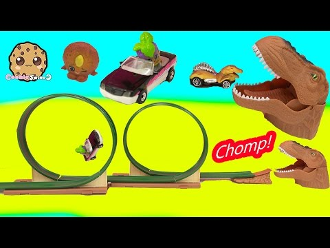 Chomping Mouth Dinosaur Dino Double Loop Race Car Track with Shopkins - Toy Video - UCelMeixAOTs2OQAAi9wU8-g