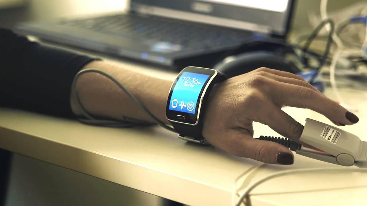 ••• главный по md ноя 17, samsung выпустила электронный браслет simband с шестью датчиками для слежения за состоянием здоровья.