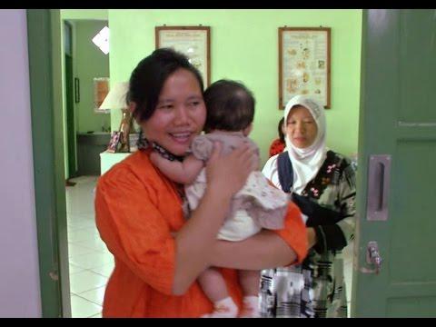 Mit Mut und Herz: Hebamme in Indonesien