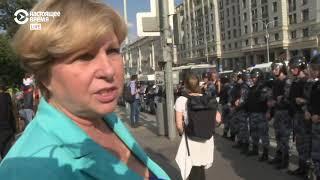Женщина критикует гвардейцев