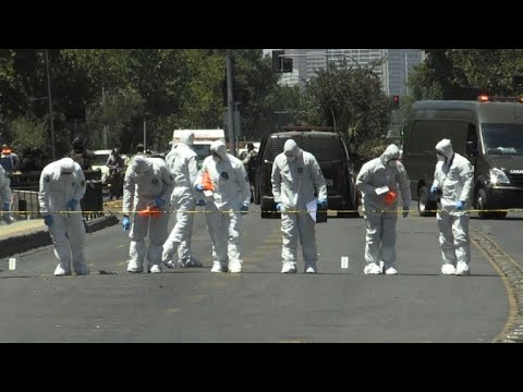 Experts work on bus stop blast scene in Chilean capital (2)