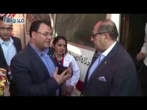 """بالفيديو : محافظ سوهاج يتفقد قافلة طبية لجمعية """" من أجل مصر"""" لتقديم الخدمات الطبية والعلاجية مجان"""