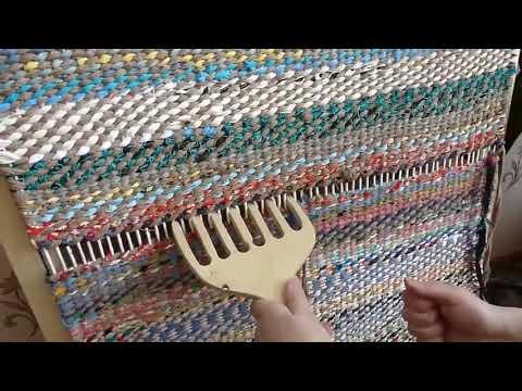 Плотный коврик у дверей из тряпок