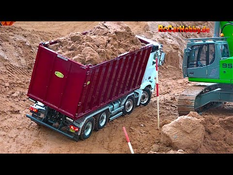 AMAZING R/C TRUCK ACTION - will it drop down... AT CONSTRUCTION WORLD - Nov 2017 p4 - UCYXvCcDgRi5RNb1Zi4Yz-aA