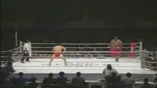 600 磅相撲手 vs 169 磅拳手 -