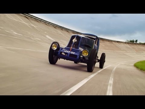 Renault Classic: The 1926 speed record Renault 40 CV brought back to life in a child's imagination.