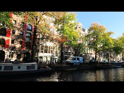 Walking along the canals in Amsterdam | Amsterdamse grachten photo