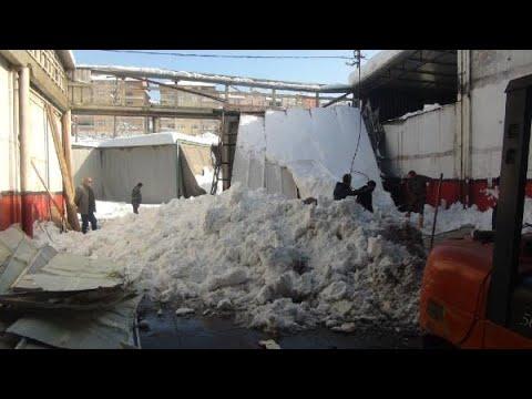 Zonguldak'ta kar nedeniyle 2 iş yerinin çatısı çöktü