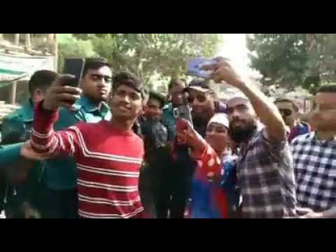 Shahid Afridi In Streets Of Bangladesh Interacting With His Fans