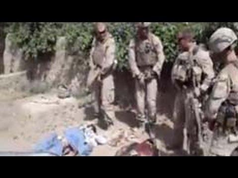 Lính TQLC Mỹ tiểu tiện vào xác Taliban.