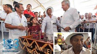 Artesano de Campeche le regala a AMLO una marimba