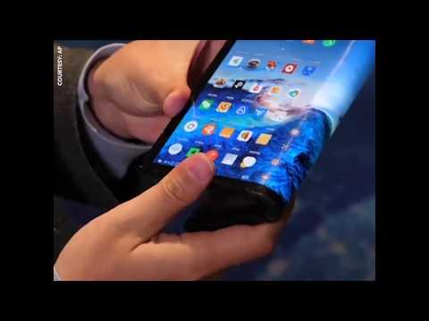 Smartphone có thể gập lại đầu tiên được trình làng ở CES (VOA)