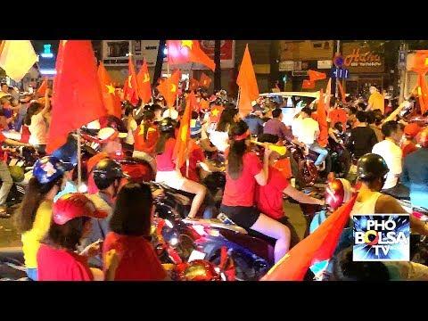 Dân Sài Gòn tràn ra đường mừng đội Việt Nam vô địch Cúp AFF Suzuki 2018