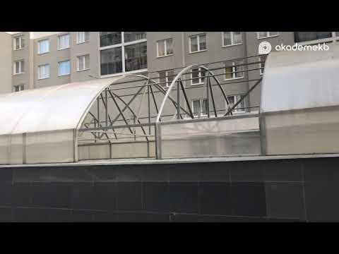 Разрушения после ураганного ветра в Академическом