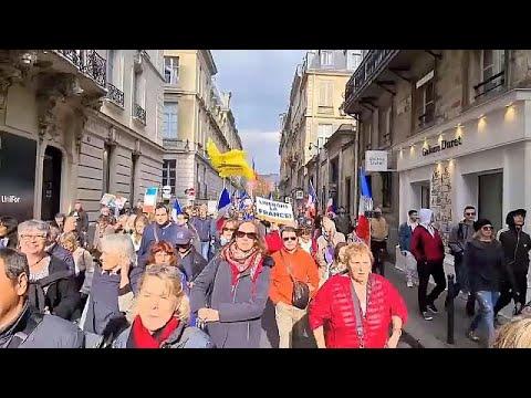Tüntettek Franciaországban és Észtországban a Covid-igazolvány ellen