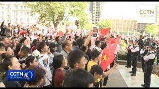 Des ressortissants chinois manifestent pacifiquement à Londres contre les violence à Hong Kong
