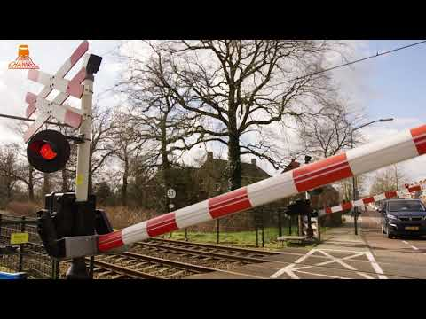 DUTCH RAILROAD CROSSING  - Vught - Esschestraat