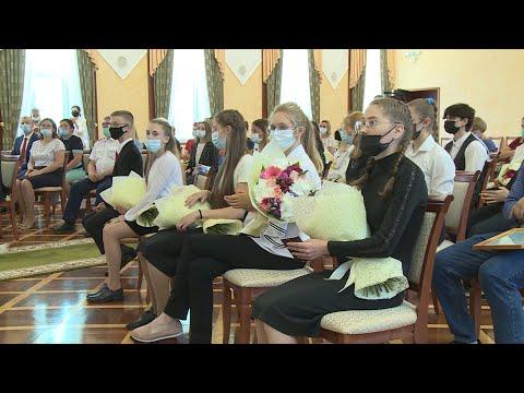 Глава Коми вручил паспорта и награды юным жителям Коми, отличившимся в учебе и спорте