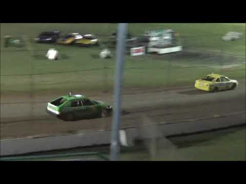 Junior Sedans Feature Race at Castrol Edge Lismore Speedway. 01.12.18 - dirt track racing video image
