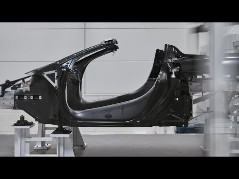 McLaren Tech Club - Episode 21 - How to build a carbon fibre monocoque