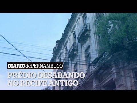 Pr�dio desabando no Recife Antigo
