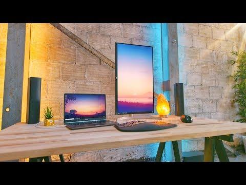 The Perfect Minimal Laptop Desk Setup