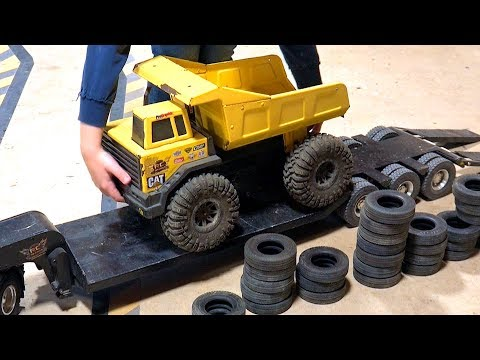 Father & Son play w/ Trucks & Trailers - Maurice Wants to Try! | RC ADVENTURES - UCxcjVHL-2o3D6Q9esu05a1Q