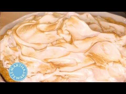 Deep-Dish Pumpkin Meringue Pie | Thanksgiving Recipes |Martha Stewart - UC6JBm9OAkpI6NUBV_NsLxTA
