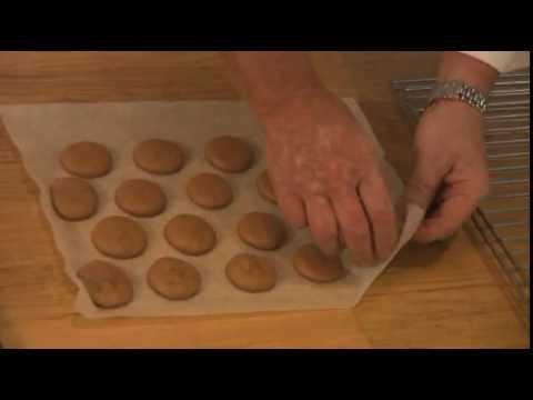 Macarons au chocolat par Pierre-Dominique Cécillon pour Larousse Cuisine