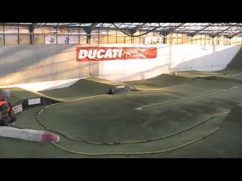 RC Buggy 4x4 Racing: Xray XB4 vs. Tamiya 501X vs. Team Associated B44 - UClICpdL2GxwYR7cbQTggdeQ