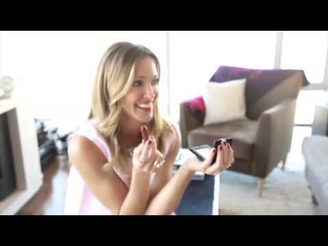 Crest 3D White & Elle 'Behind the Smile Series' Ad