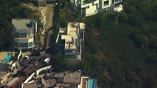 Raw: Sheriff's detectives serve search warrant at rapper YG's house in Hollywood Hills | ABC7