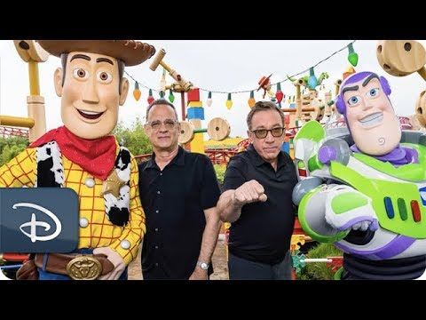 Tom Hanks & Tim Allen Visit Toy Story Land at Disney's Hollywood Studios - UC1xwwLwm6WSMbUn_Tp597hQ