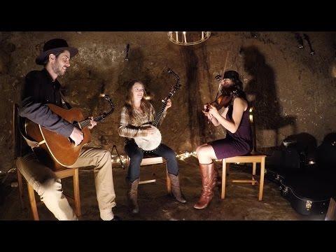 GoPro Music: Bluegrass Concert in a Secret Cave - UCqhnX4jA0A5paNd1v-zEysw