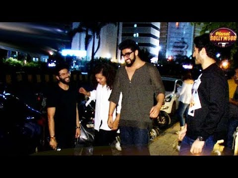 Arjun Kapoor Heads Out For A Dinner With Close Friends And Cousin Mohit Marwah | Bollywood News