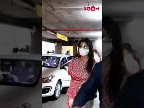 Shilpa Shetty ensures her safety at the airport | #Shorts