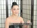 אנה ארונוב מדגמנת תכשיטים