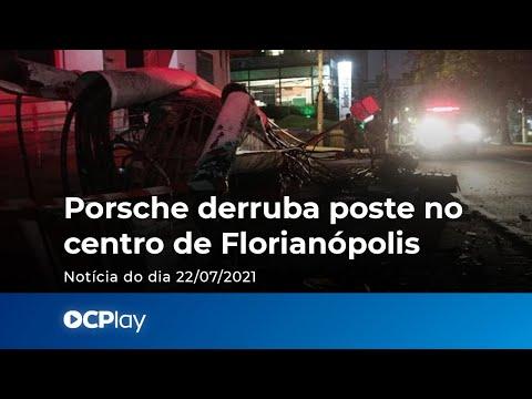 Porsche derruba poste no centro de Florianópolis