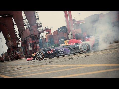 Carlos Sainz in an F1 Peru Playground