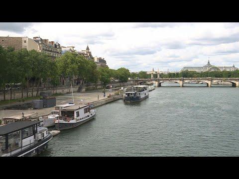 Paris riverbanks quiet on holiday weekend during lockdown | AFP photo