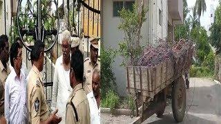 Narasaraopet Cable Operator Protest At Kodela Siva Prasad House