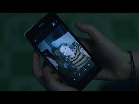 """Leprechaun Returns - """"What's a Walkman"""" Exclusive Clip - UCKy1dAqELo0zrOtPkf0eTMw"""