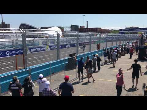 Formula-E v.s. Titan Drone Drag Race (HUGE DRONE CRASH) - UCly2V9SCV0hkltY-CslmIQQ