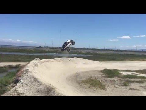 Axial Yeti XL Jumping with some X-Maxx - UCa0QJGXyvt5dmh9Z0l987qA