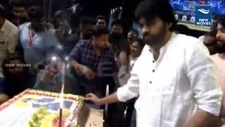 Pawan Kalyan Celebrates Megastar Chiranjeevi Birthday   Cake Cutting Video   New Waves